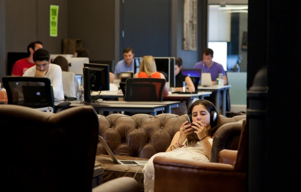 Hot desking and co-working in business centres