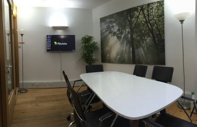 The Workstation Abingdon, Merchant House Meeting Room with flatscreen TV and table for 6